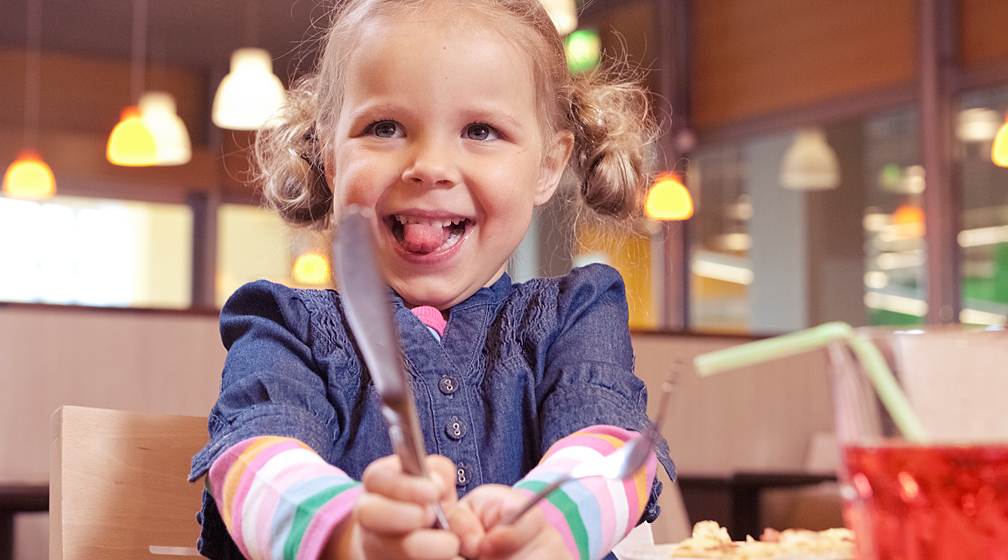 Syyslomalla lapset herkuttelevat puoleen hintaan Kokkolan Amarillossa